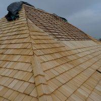 Arêtier d'une toiture en Tuiles de chêne